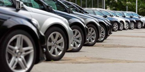 Autos in Reihe
